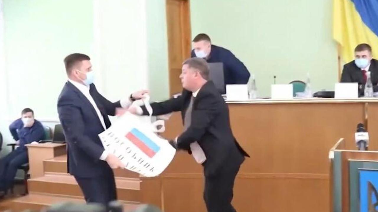 Rus bayrağı ortalığı karıştırdı!