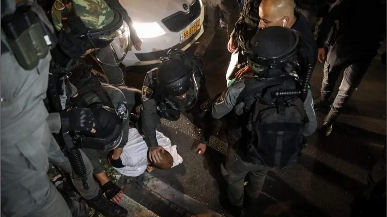 İsrail polisi namaz sonrası saldırdı!