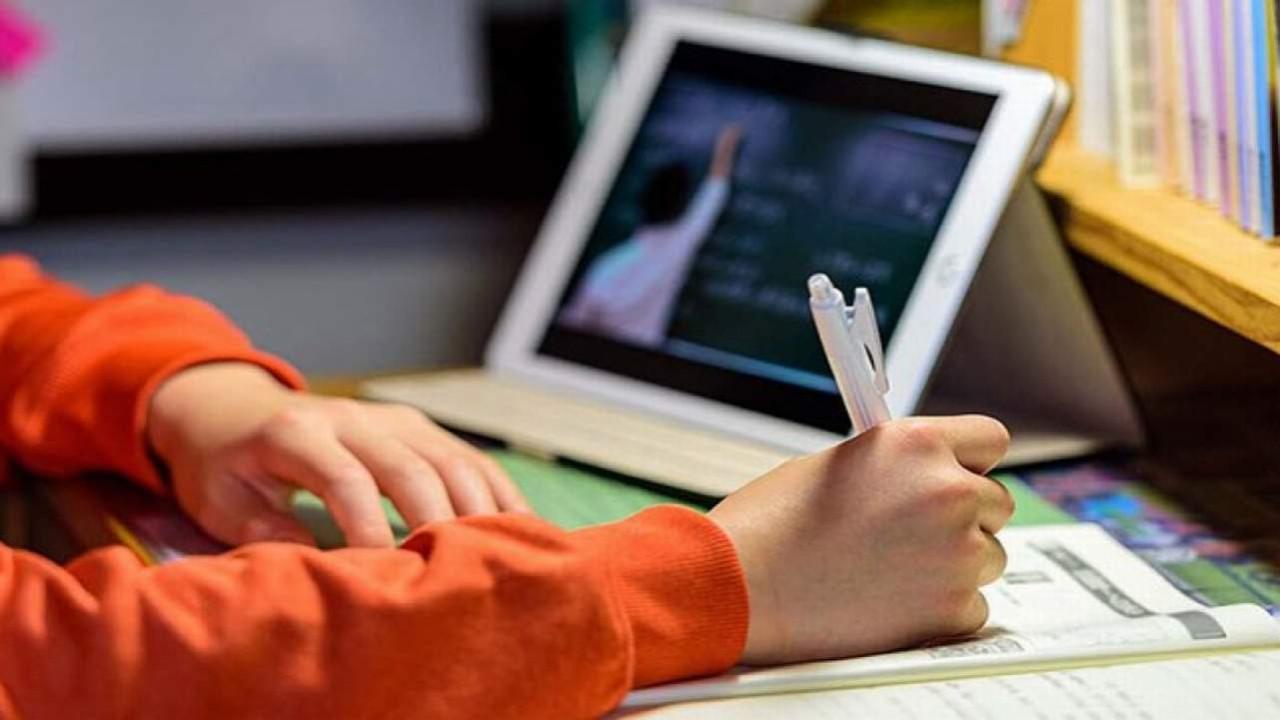 MEB'ten tepki çeken karar: Öğretmenlerin ders ücretleri kesilecek!