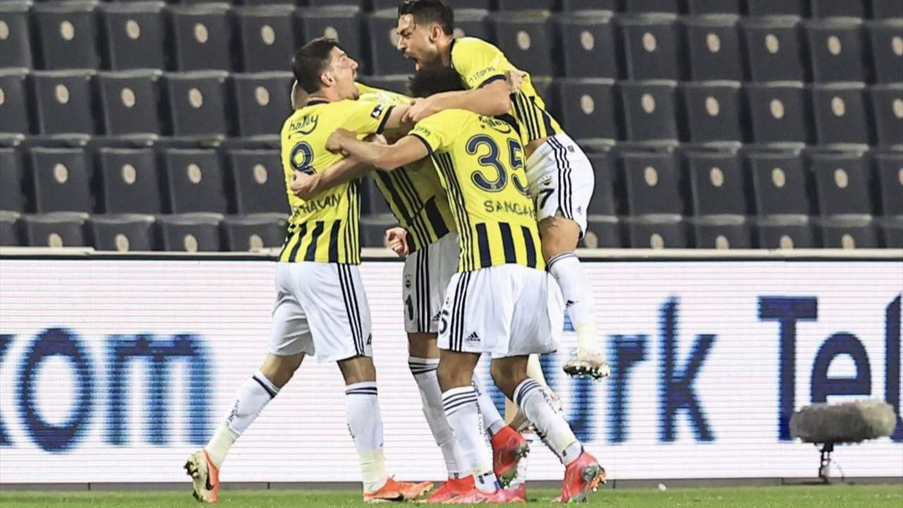 Fenerbahçe zirve takibini sürdürüyor! Fenerbahçe: 3 - Kasımpaşa: 2