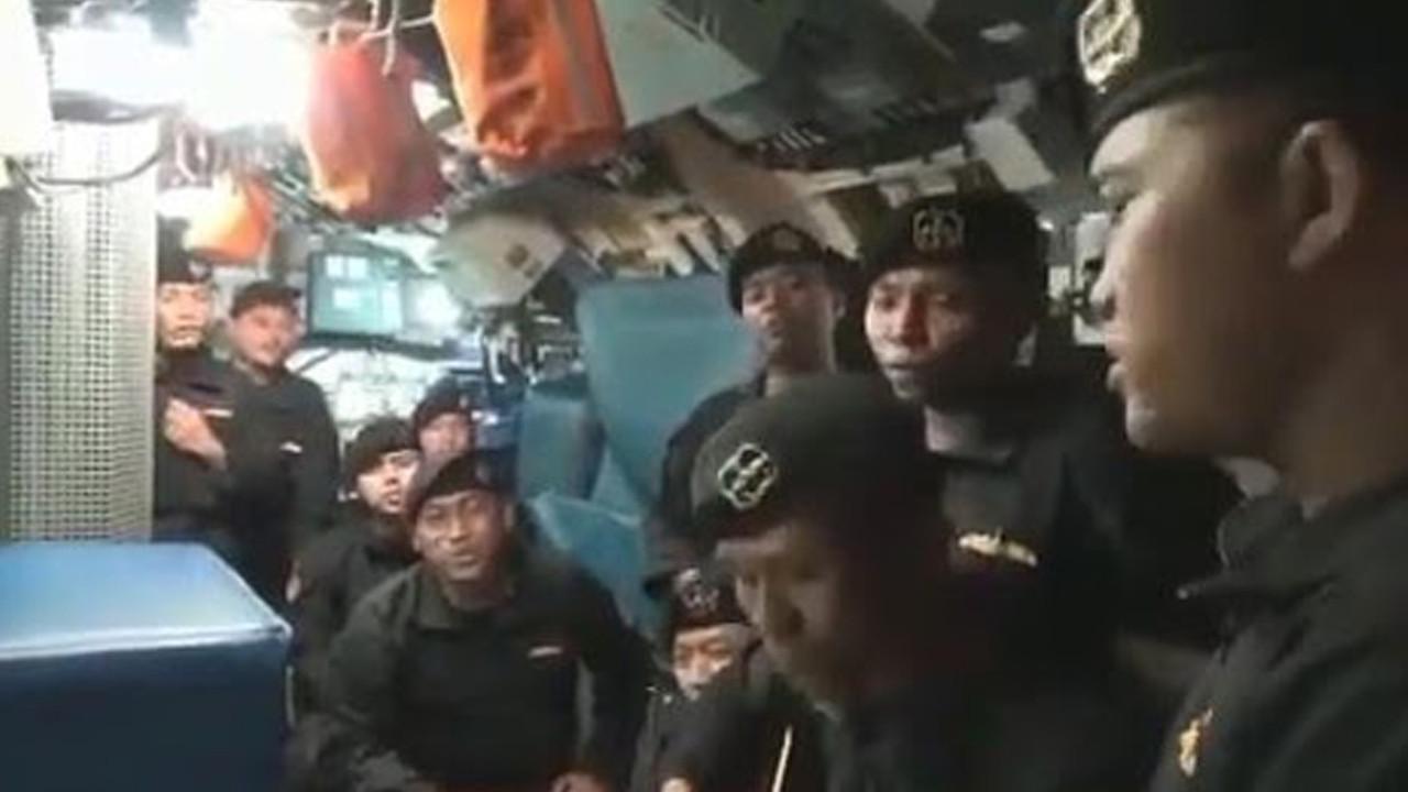 Duygulandıran görüntü! Batan gemi mürettebatından ''elveda'' şarkısı