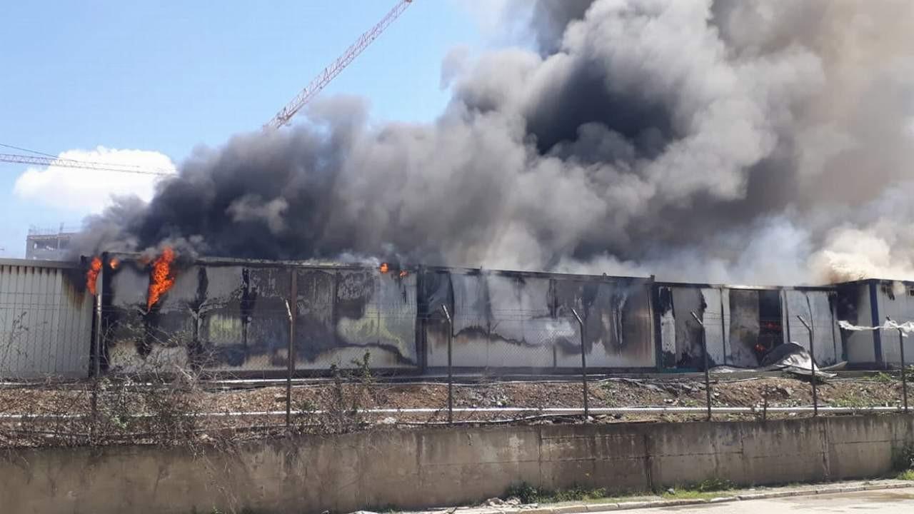 İstanbul'da işçilerin kaldığı konteynerler alev alev yandı