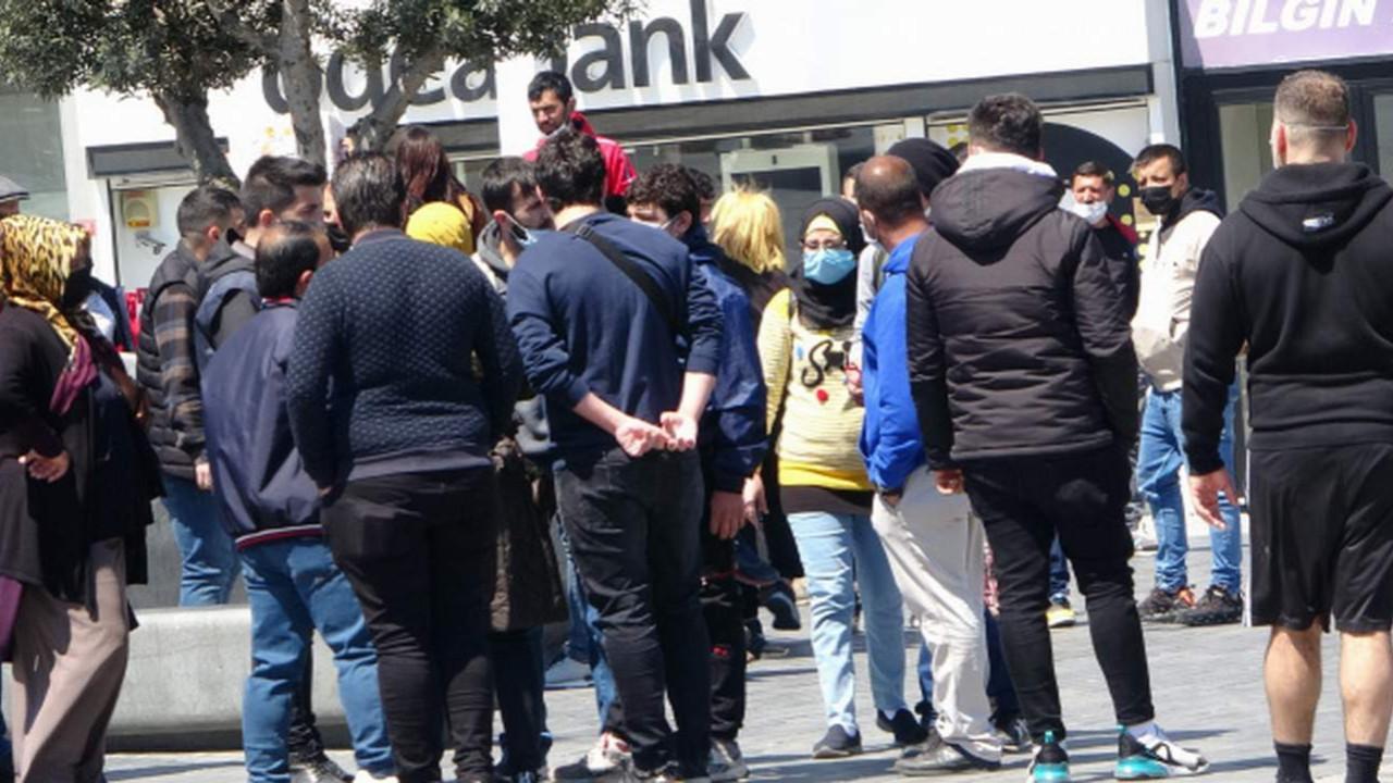 İstanbul'da turistler ile satıcılar arasında tekmeli yumruklu kavga