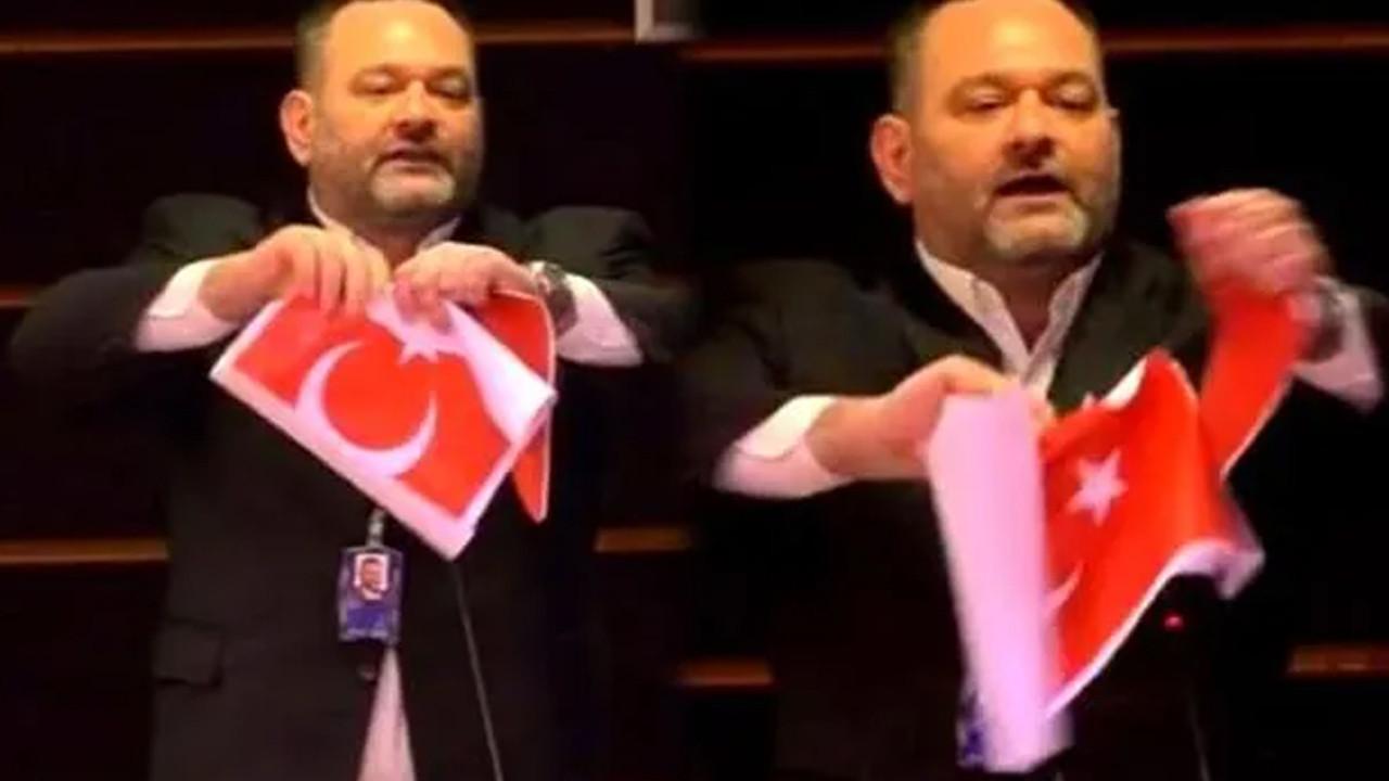Türk bayrağını yırtan hadsiz vekile ders gibi ceza!