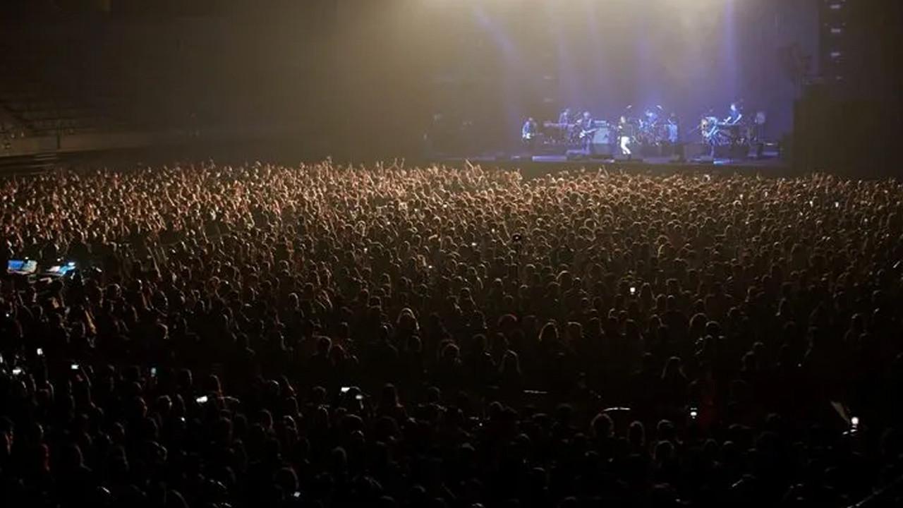 İspanya'da düzenlenen sosyal mesafesiz konser sonrası pozitif vaka!