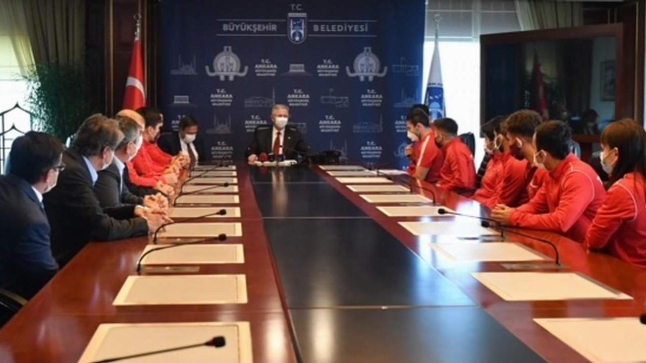 ASKİ Sporlu Avrupa Şampiyonları Mansur Yavaş'ı ziyaret etti