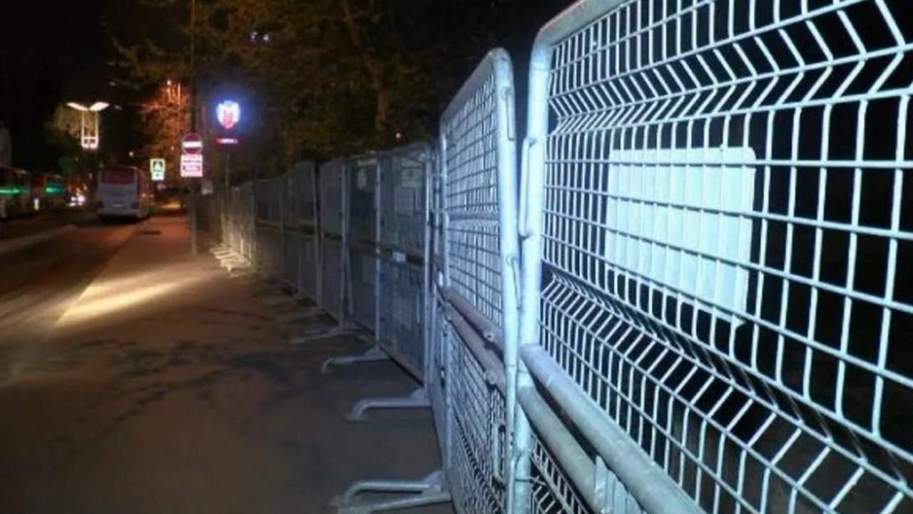Taksim Meydanı ve Gezi Parkı'na polis barikatı