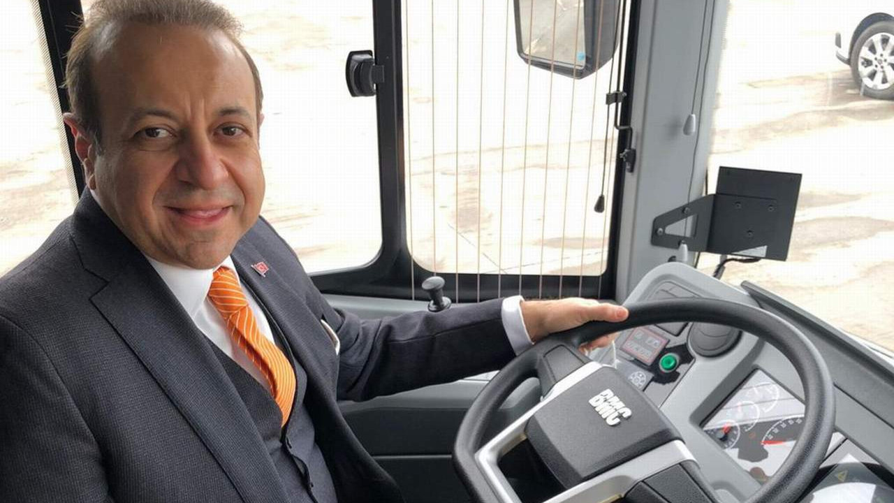 Direksiyona Egemen Bağış geçti... Prag'ı yerli otobüsler taşıyacak