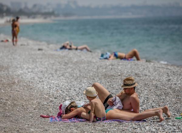Konyaaltı sahiline turist akını - Resim: 2