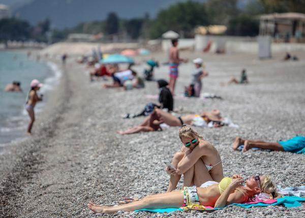 Konyaaltı sahiline turist akını - Resim: 1