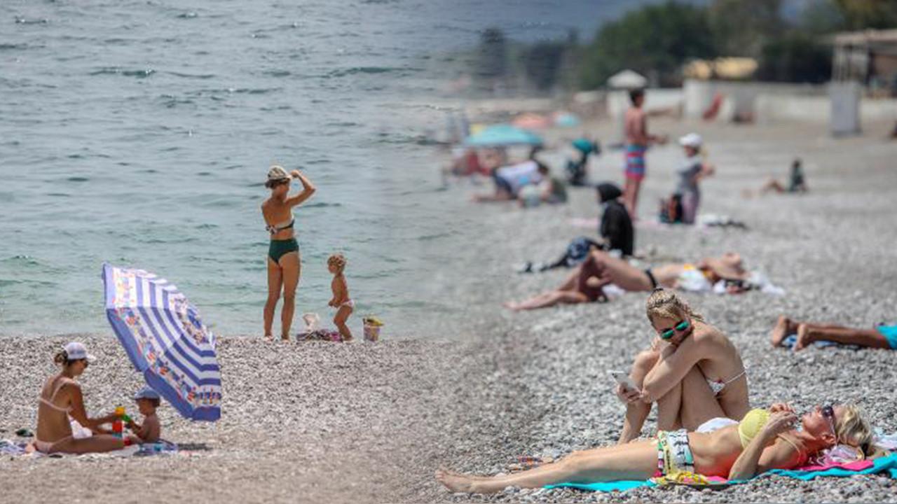 Konyaaltı sahiline turist akını