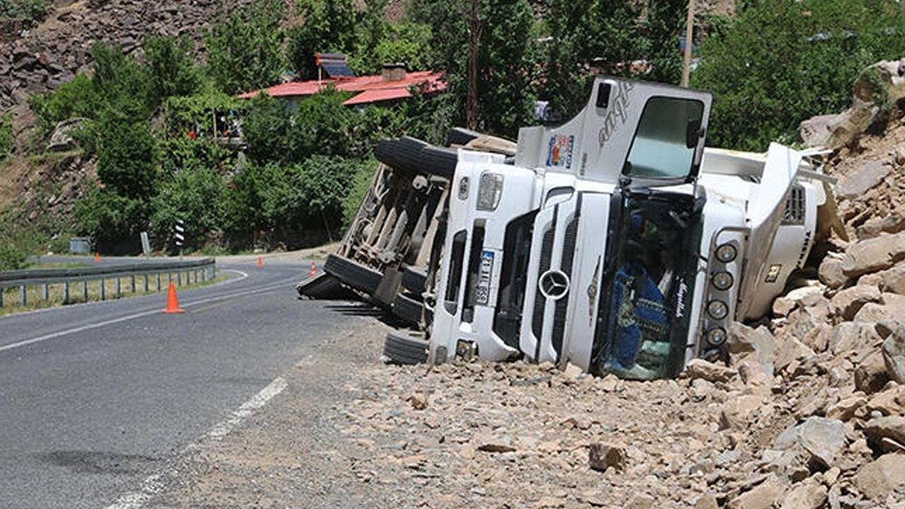 Hakkari'de TIR kazası: 1 yaralı