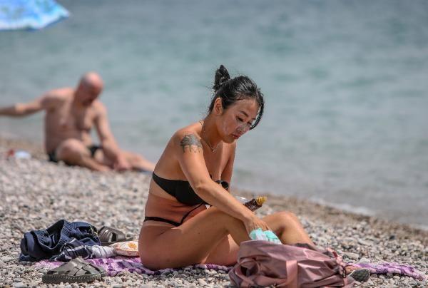 Konyaaltı sahiline turist akını - Resim: 4