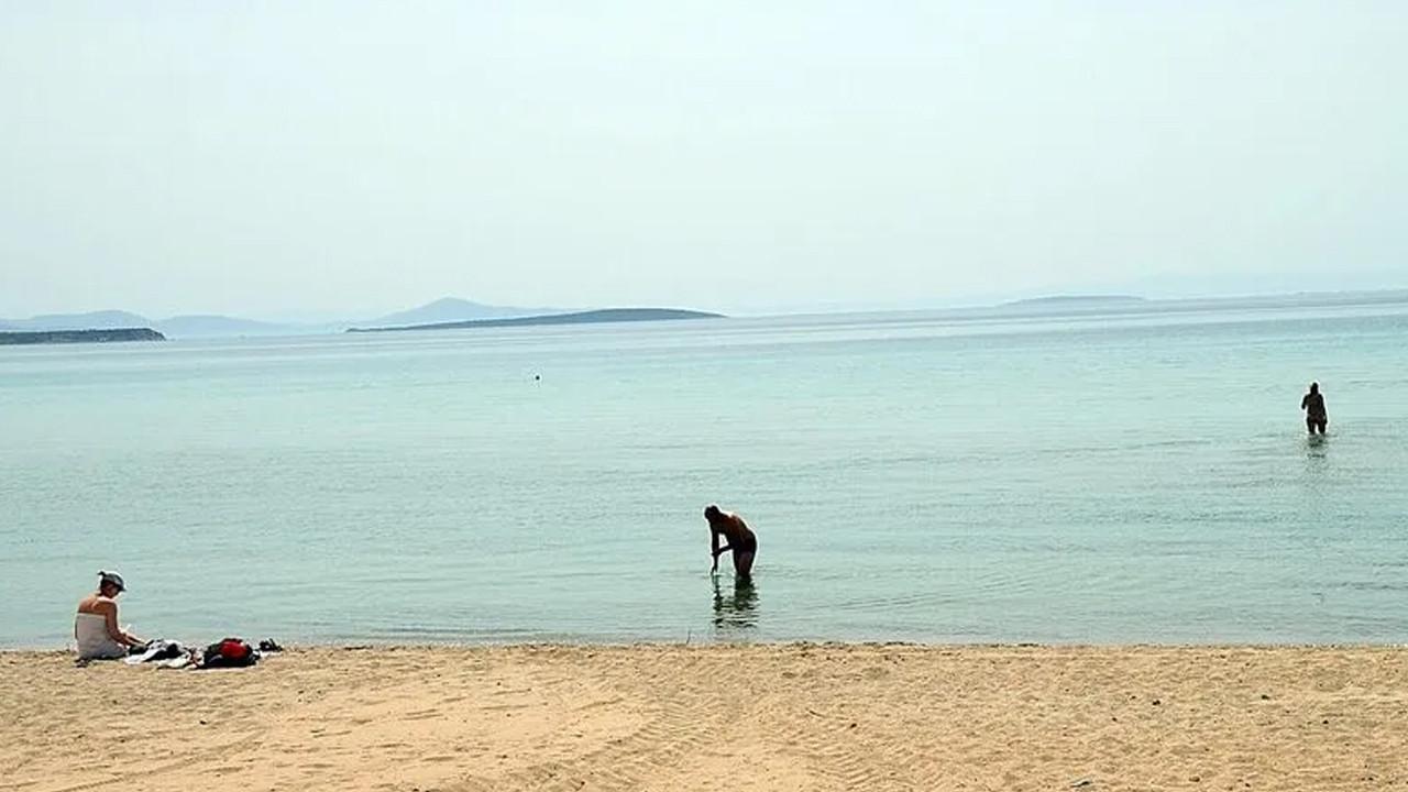 Biz tam kapandık; plajı boş bulan turistler çırılçıplak denize girdi!