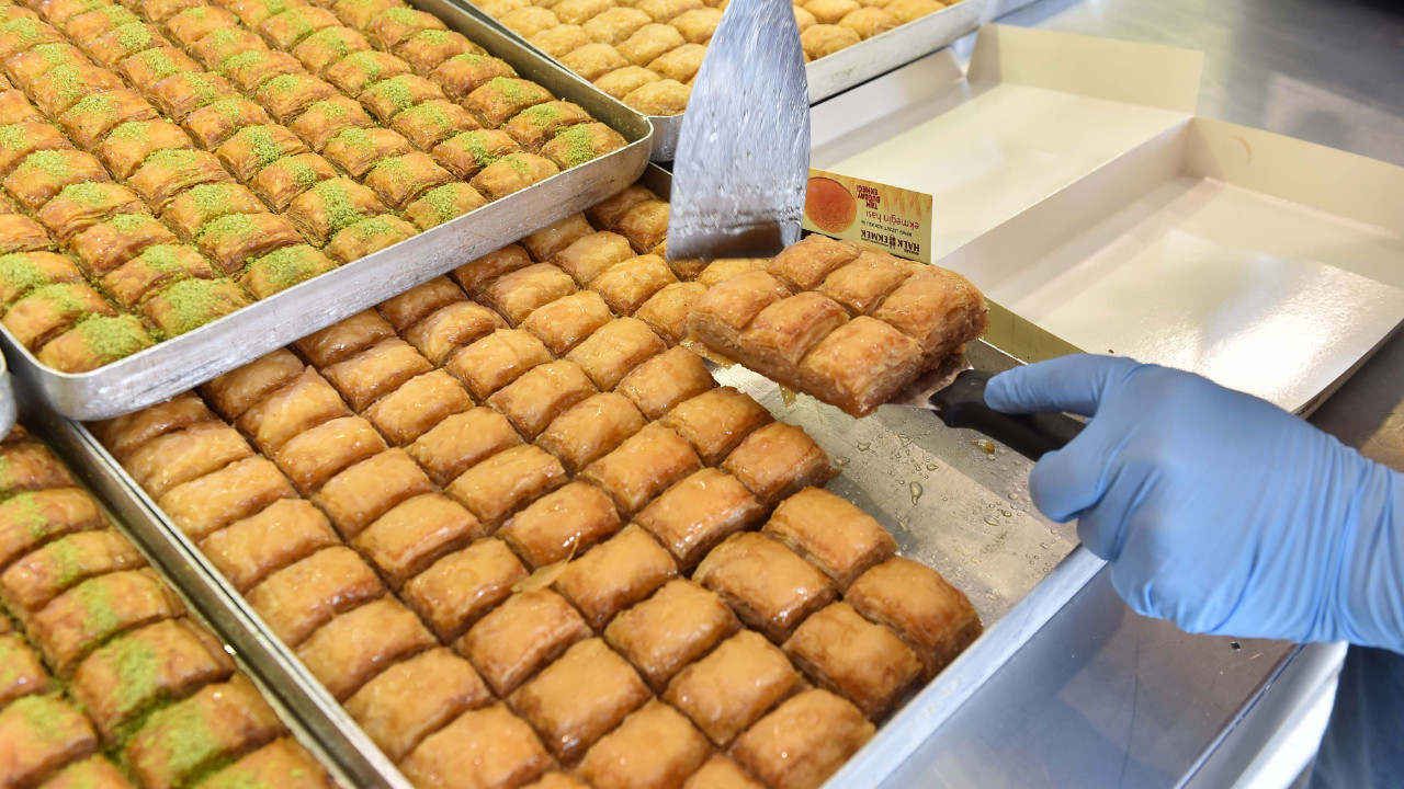 Ankara Halk Ekmek Ramazan ayında tatlı üretimini artırdı