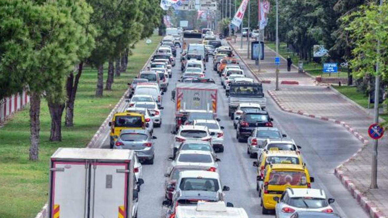 Yer: Antalya... Kilometrelerce araç kuyruğu oluştu