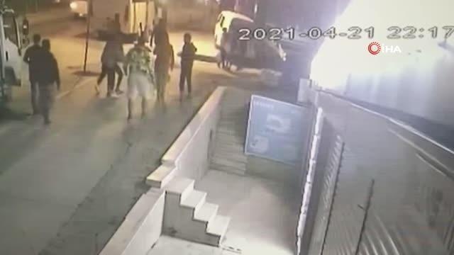 Esenyurt'ta bıçaklı kavga kamerada - Resim: 3