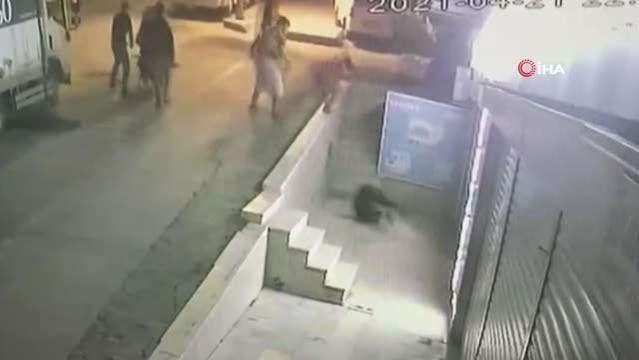 Esenyurt'ta bıçaklı kavga kamerada - Resim: 4