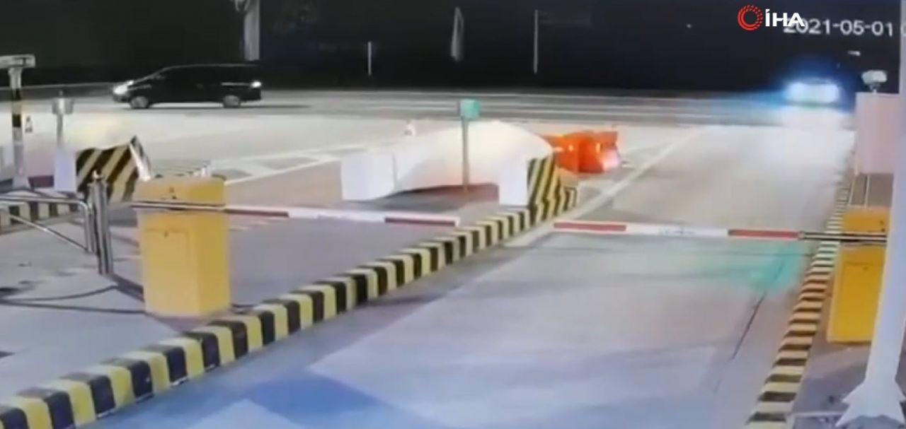 İnanılmaz trafik kazası kamerada! Bir anda uçup gitti! - Resim: 1