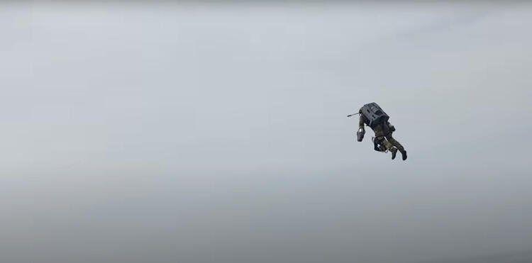 Geleceğin teknolojisi testi başarıyla geçti! Bu askerler uçuyor! - Resim: 4
