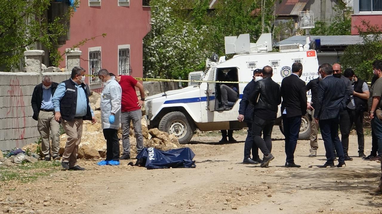 Van'da dehşet! Sokakta yakılmış ceset bulundu.