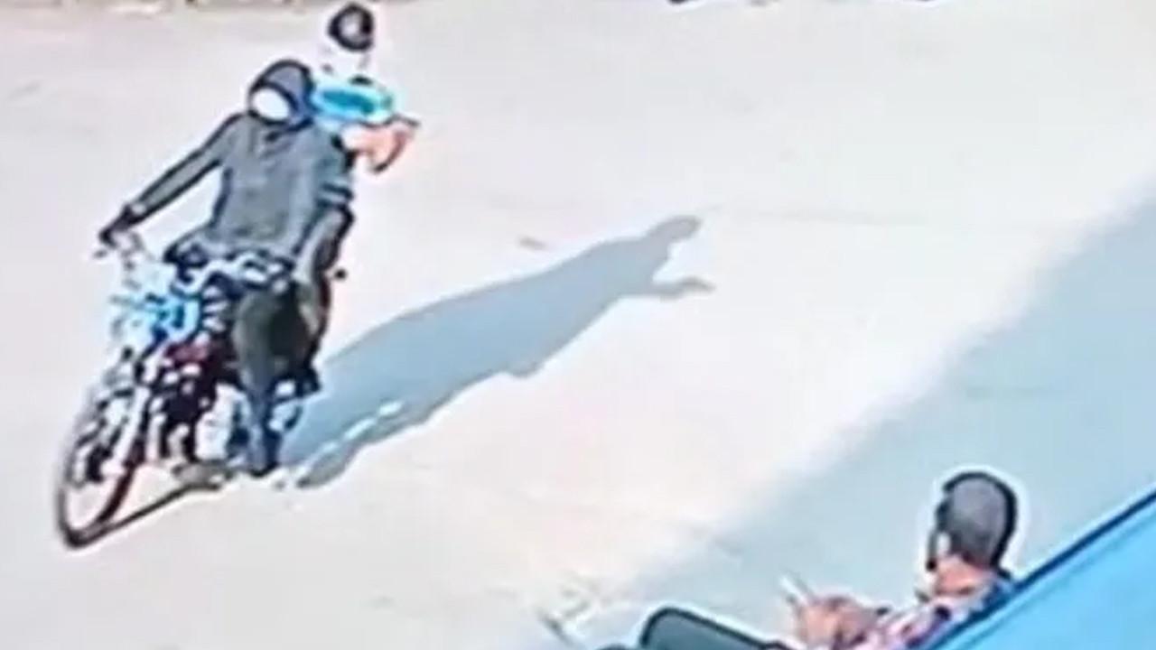 Kaldırımda oturan şahsa silahlı saldırı anı kamerada
