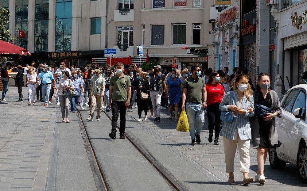 Tam kapanmada Taksim ve Eminönü'ne turist akını - Resim: 2