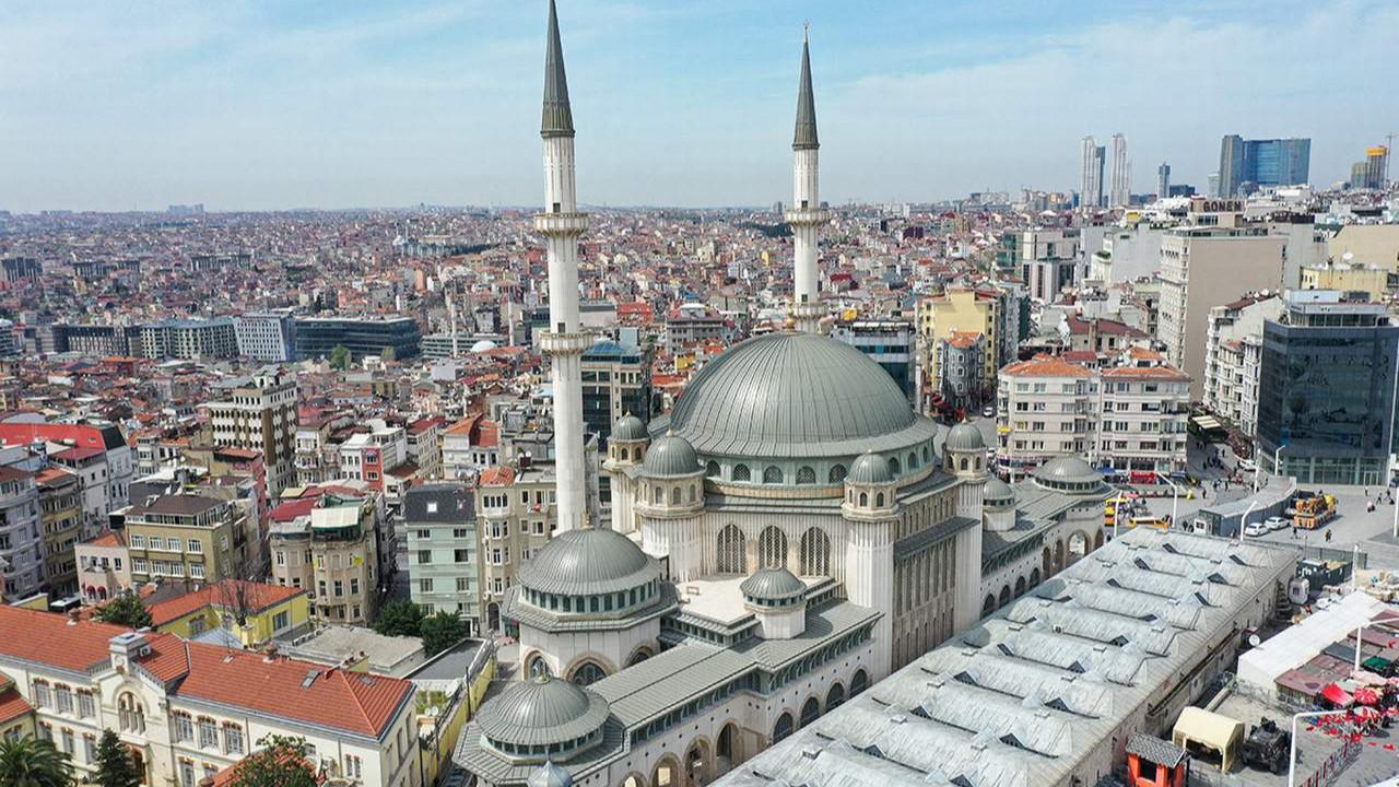 Taksim Camisi'nin açılışı yine ertelendi
