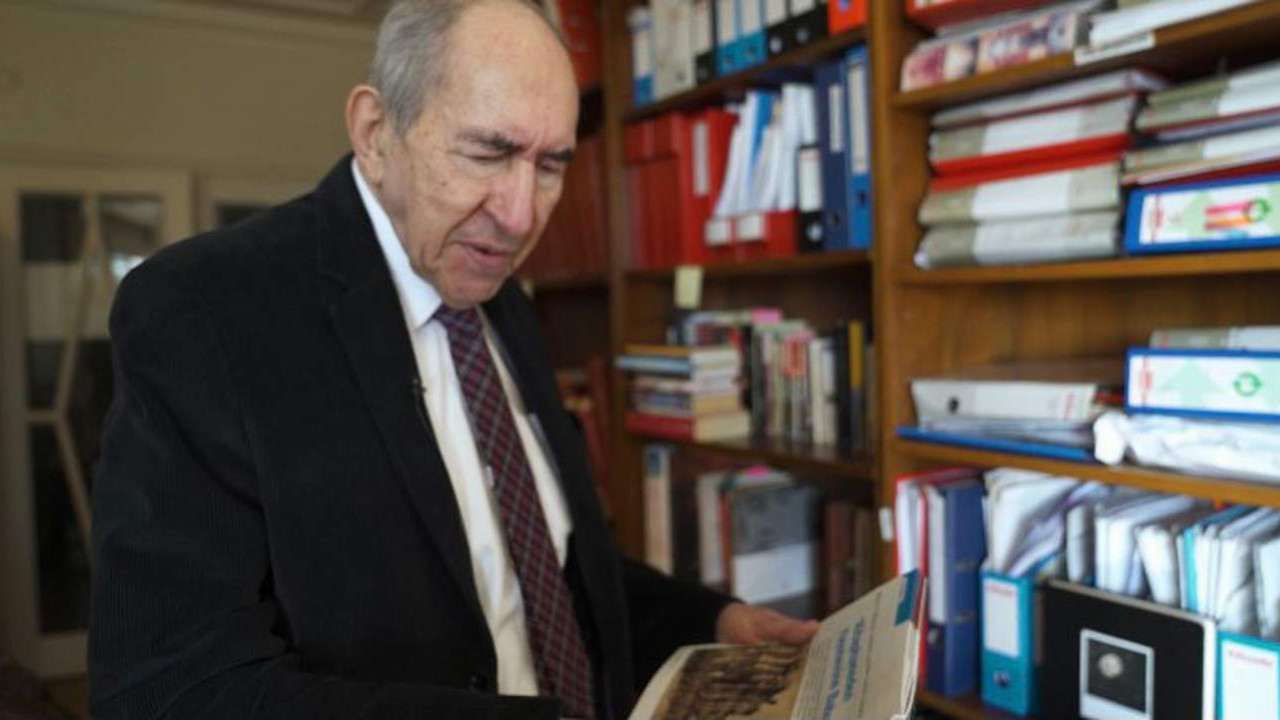 Altan Öymen, 10 bin kitabını ve arşivini Beşiktaş Belediyesi'ne bağışladı