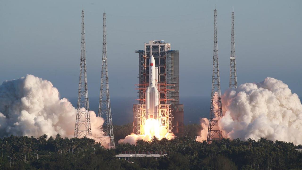 Hızla Dünya'ya yaklaşıyor... 22 tonluk roket ilk kez görüntülendi!