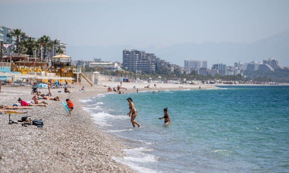 Kısıtlamadan muaf turistler sahile akın etti - Resim: 2
