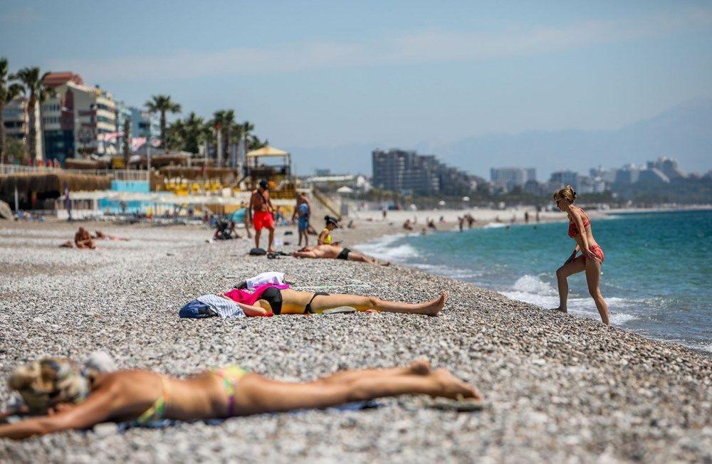 Kısıtlamadan muaf turistler sahile akın etti - Resim: 1