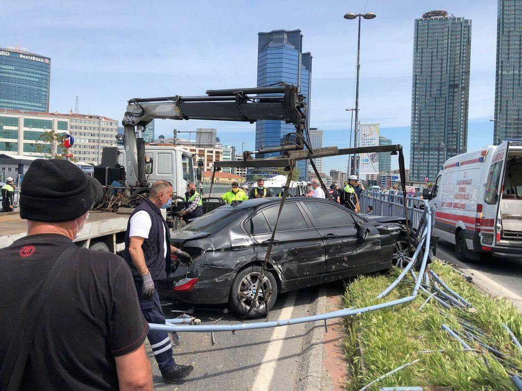 Tam kapanmada inanılmaz kaza! 11 araç hasar gördü - Resim: 4