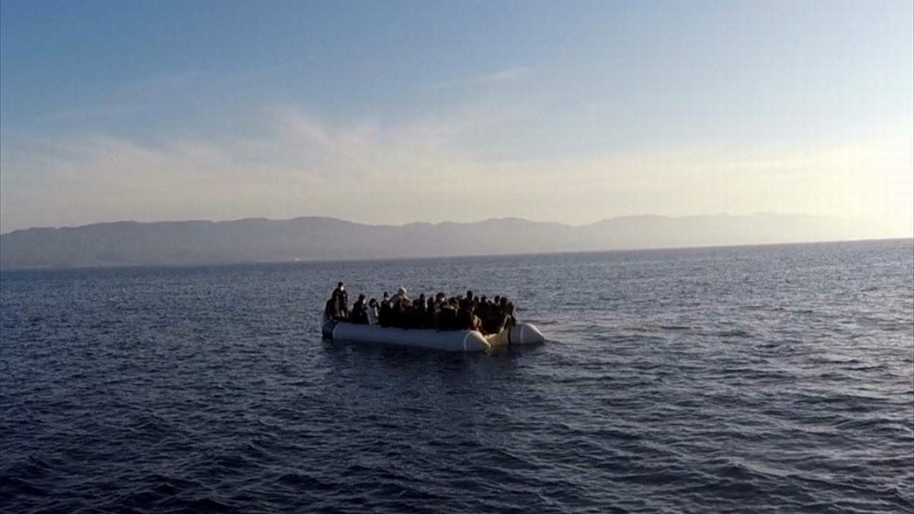 Yunanistan'ın ölüme ittiği 53 sığınmacı kurtarıldı