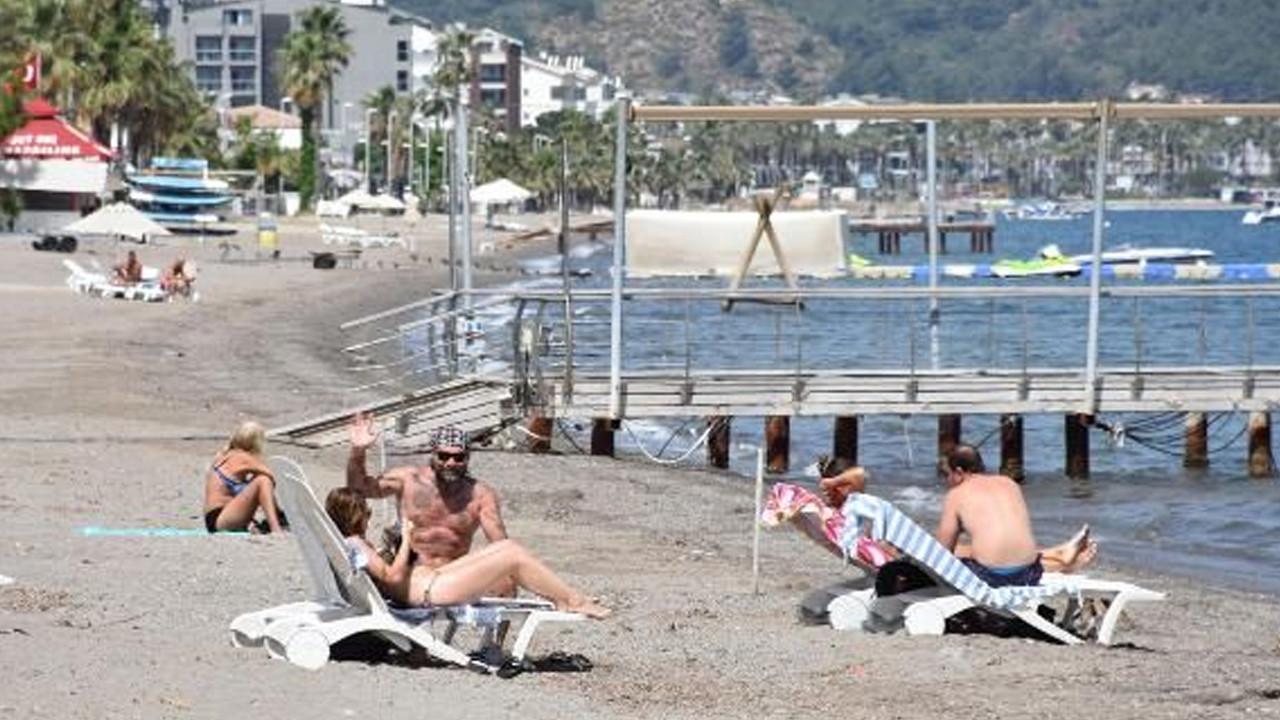 Marmaris'te turistlerin deniz keyfi