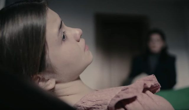 Camdaki Kız'daki tepki çeken bekaret testi sahnesi için sessizliğini bozdu - Resim: 4