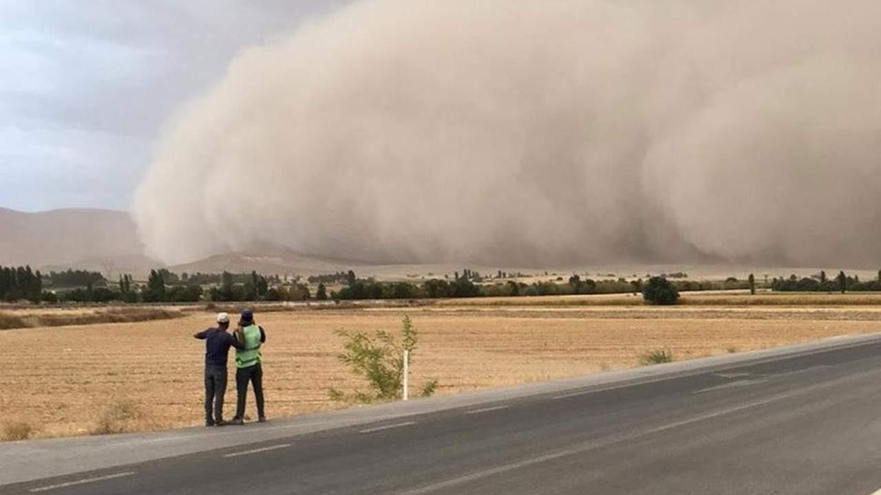 Türkiye'de çekildi; kum fırtınası bir ilimizi yuttu