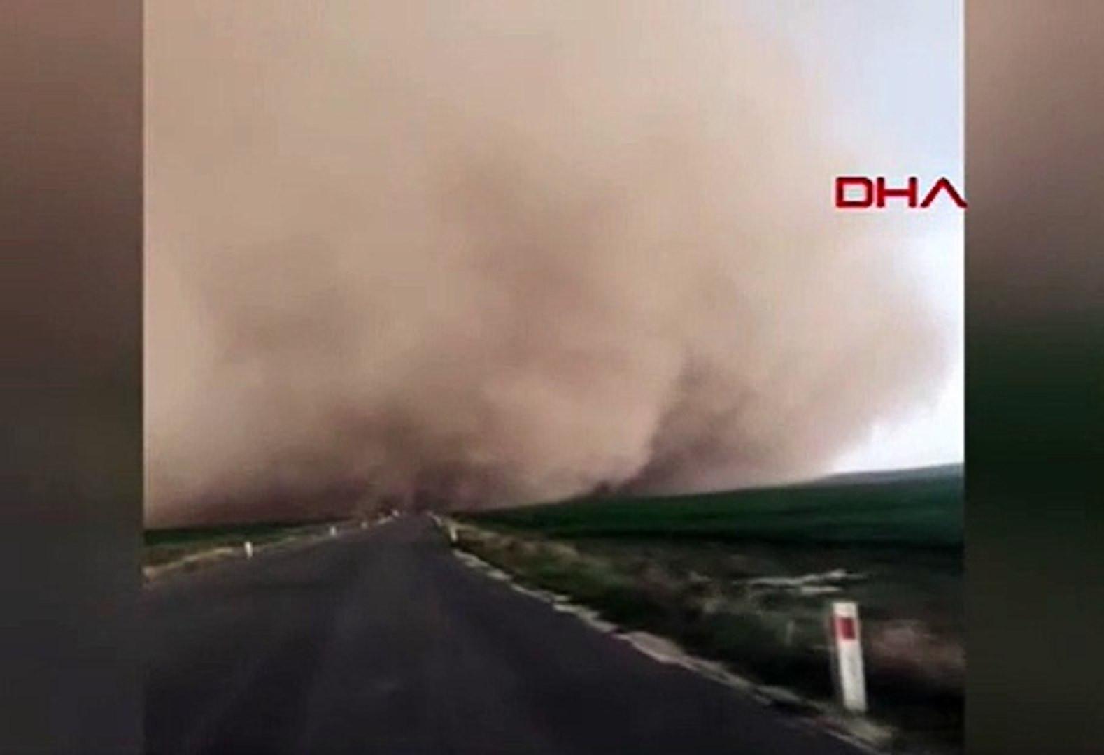 Devasa kum fırtınasının görüntüleri ortaya çıktı