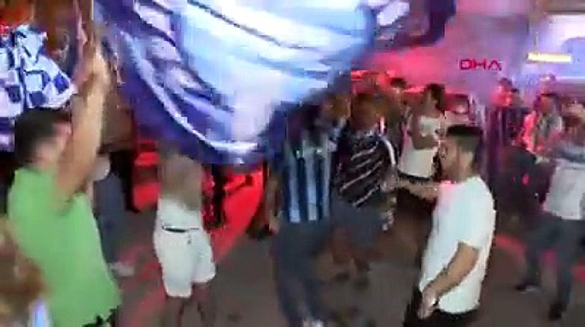 Adana Demirspor taraftarları sokaklara döküldü