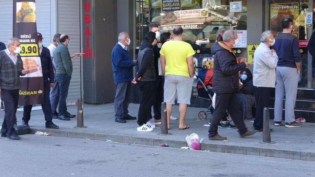 Yer: İstanbul... 20 lira olduğunu duyan kuyruğa girdi