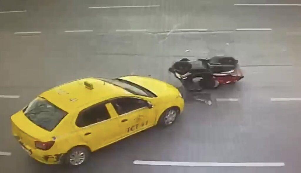Herkes kaza yapan motosiklet sürücüsüne yardıma gitti sandı ama - Resim: 4
