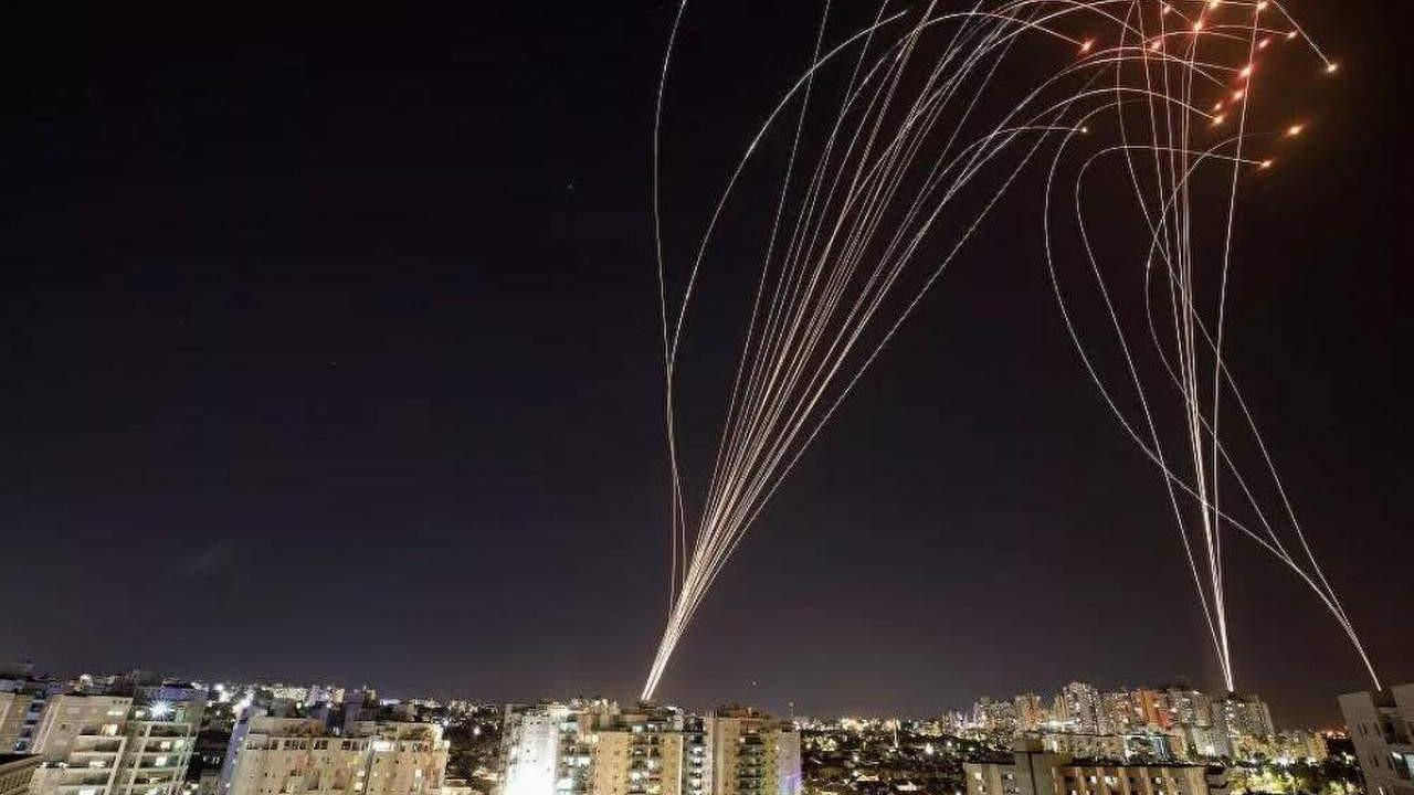 Hamas, İsrail'e füze yağdırdı