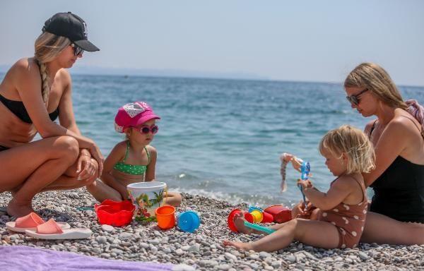 Antalya'da turistler sahili doldurdu - Resim: 4