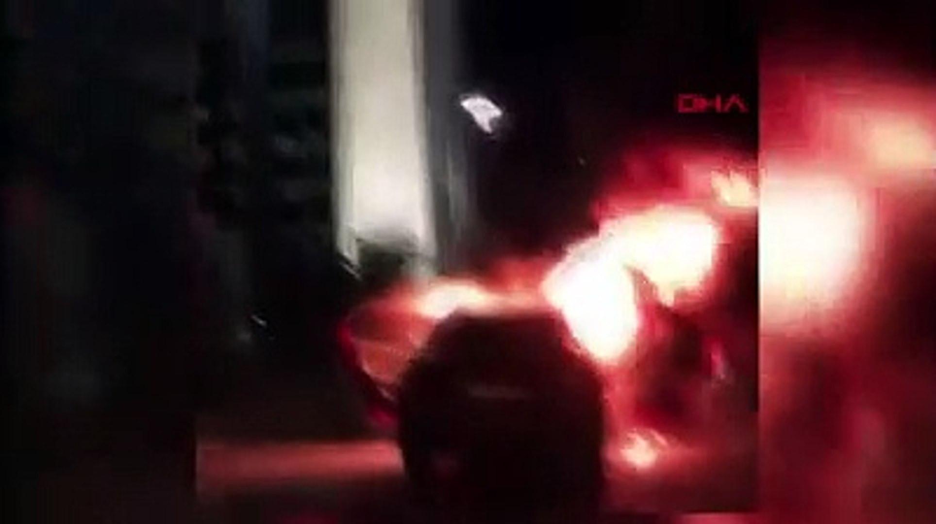 İsrail'i protesto etmek için İstanbul'da araçlarnı yaktılar