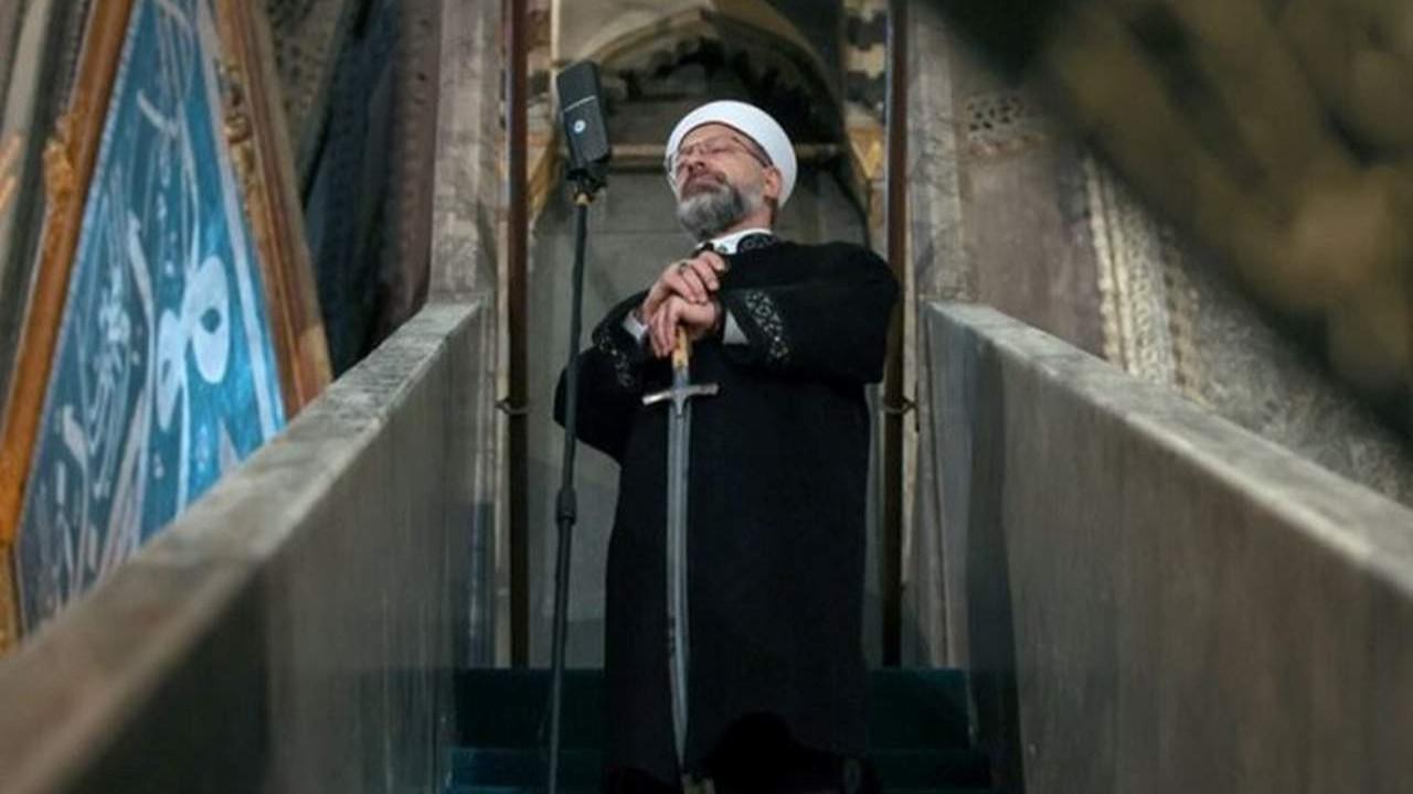 Ali Erbaş minbere yine kılıçla çıktı