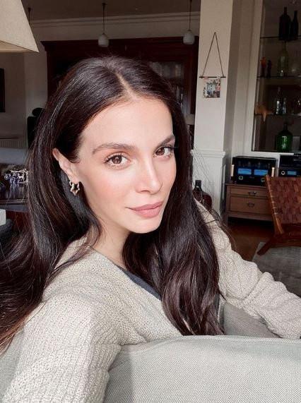 Cemre Kemer yeni evini sosyal medyadan paylaştı