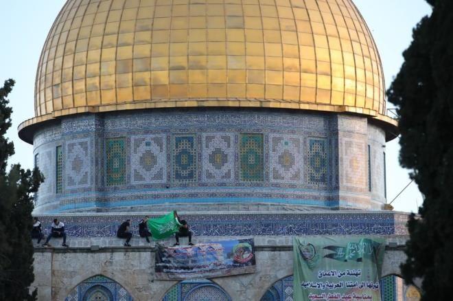 İsrail'in hain saldırılarına direnen Mescid-i Aksa'da tekbirler göğü inletti! - Resim: 3