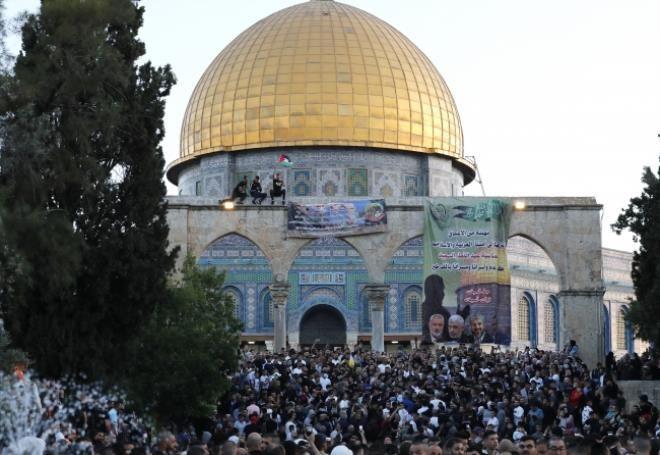 İsrail'in hain saldırılarına direnen Mescid-i Aksa'da tekbirler göğü inletti! - Resim: 4