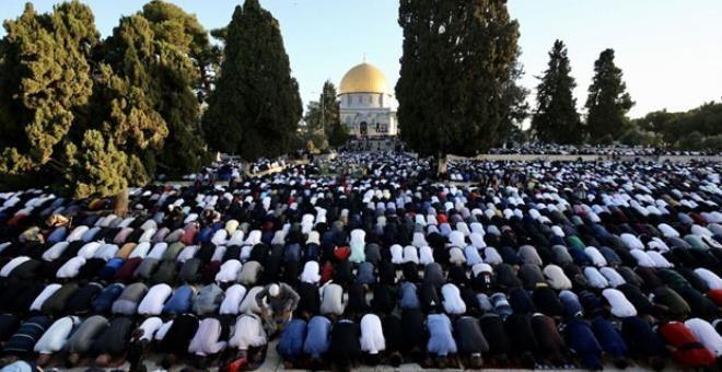 İsrail'in hain saldırılarına direnen Mescid-i Aksa'da tekbirler göğü inletti! - Resim: 1