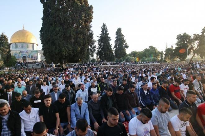 İsrail'in hain saldırılarına direnen Mescid-i Aksa'da tekbirler göğü inletti! - Resim: 2